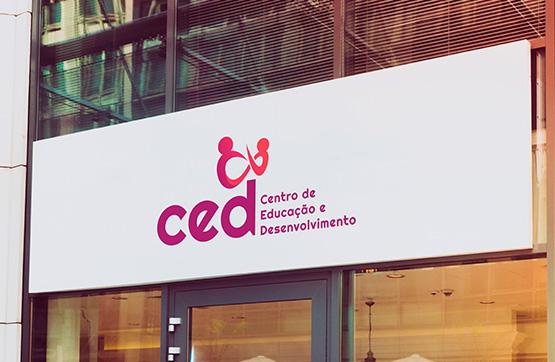 aplicação de logotipo em cartaz