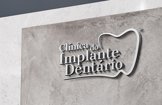 reclamo para clinica implante dentario